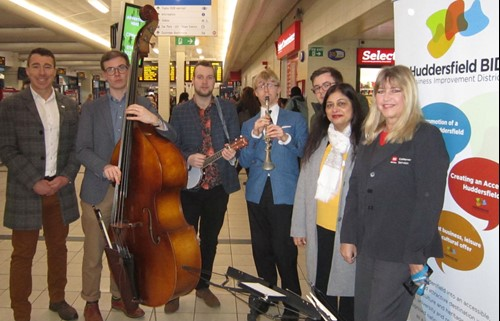 L-R Huddersfield Bid manager Matthew Chapman, The Jelly Roll Jazz Band, Cllr Councillor James Homewood (West Yorkshire Combined Authority Transport Committee and Kirklees Council) Cllr Manisha Kaushik, (Deputy Chair of West Yorkshire Combined Authority Transport Committee and Kirklees Council) and Helend Schofiled, Huddersfield Bus Station Manager